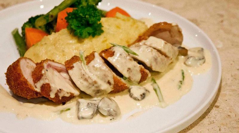 Cordon bleu de pollo en salsa de vino blanco
