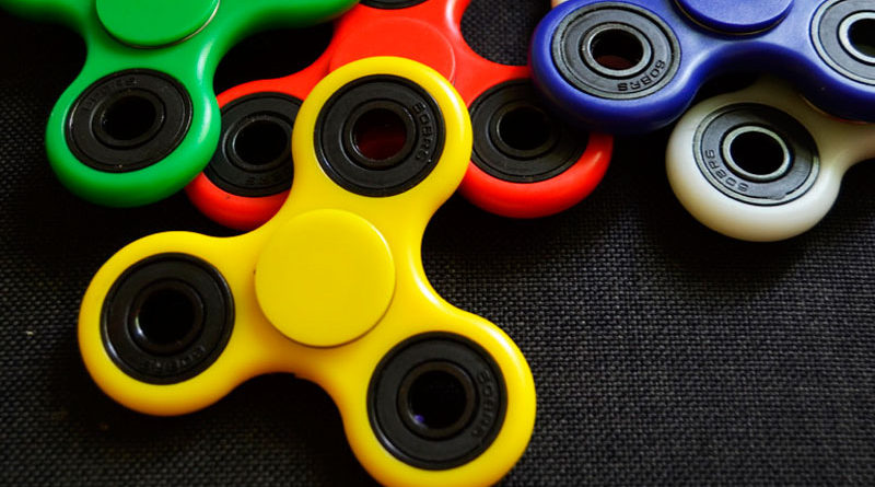 El fidget spinner, el juguete de moda que revoluciona a chicos y grandes