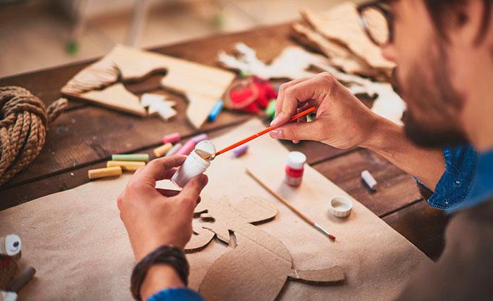 ¿Se puede ganar dinero haciendo manualidades?