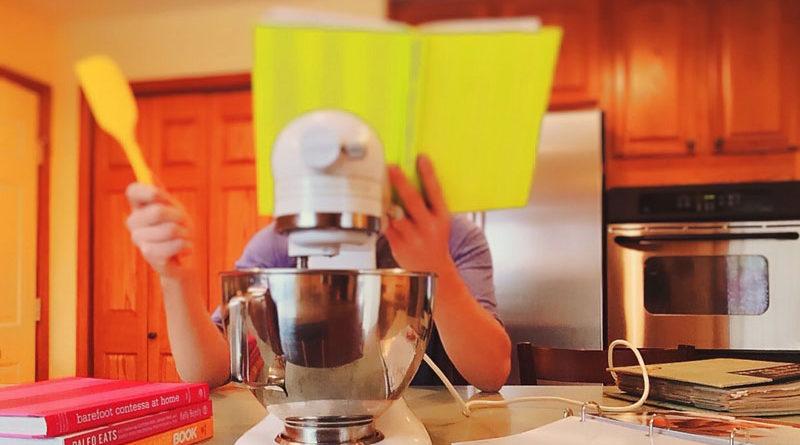 5 maneras de ganar dinero extra cocinando desde tu hogar