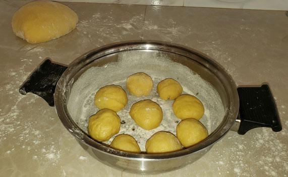 panecillos dulces en cocina de inducción