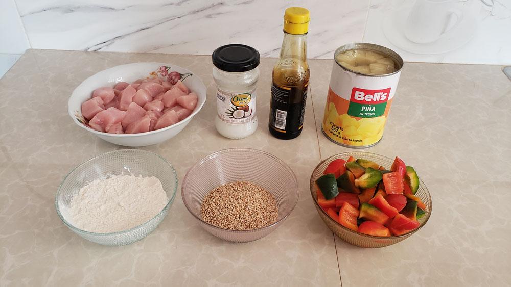 Pollo cantonés con piña y pimientos