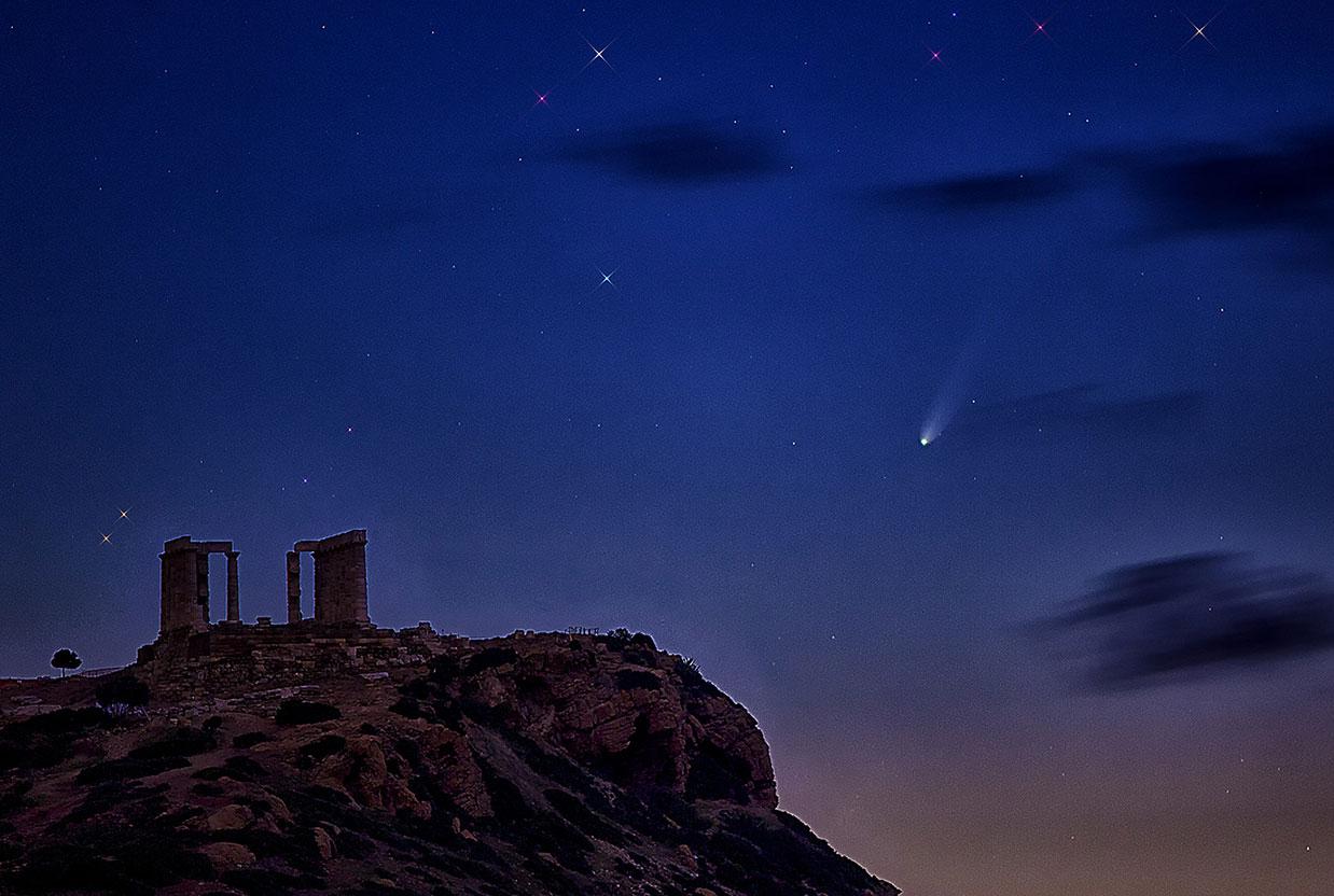 ISON al 22 nov 2013. Abajo izquierda el Templo de Poseidon, Grecia