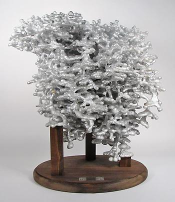 colonia de hormigas inmortalizada en aluminio